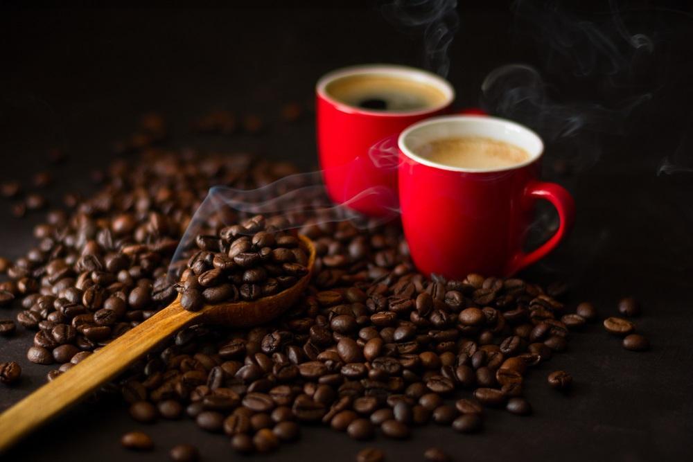 Kofein je oblíbeným stimulantem. Co pít, když se mu chceme vyhnout?