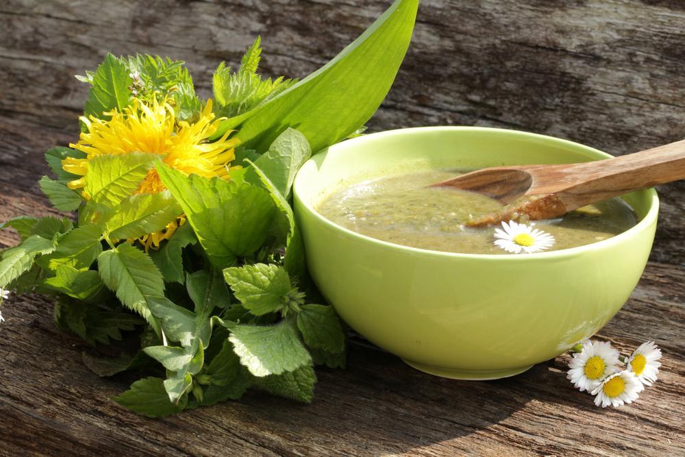 Jsou ozdobou i zdravou delikatesou. Jakými květy posypat talíř?