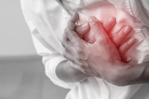 Riziko infarktu a jak ho poznat? Nepřehlížejte bolest za hrudníkem