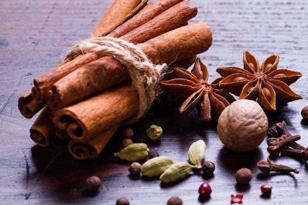 Zdravá vůně kořeněných Vánoc. Skořice, Vanilka, Badyán ... a další