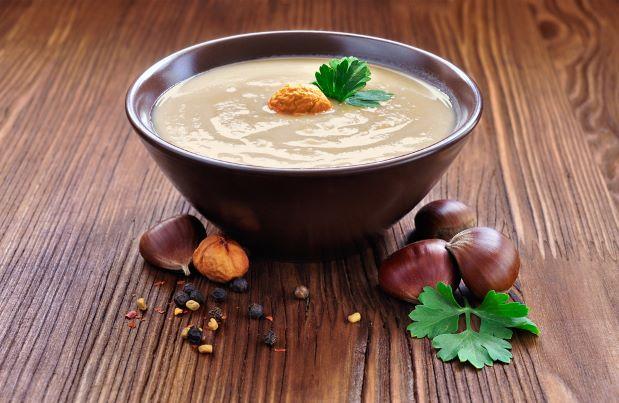 Polévka z jedlých kaštanů