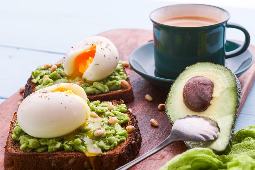 Vyvážená snídaně základ dne - je dobré snídat hned po probuzení?