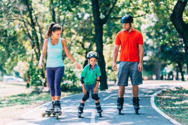 Inline bruslení a nordic walking zabaví celou rodinu
