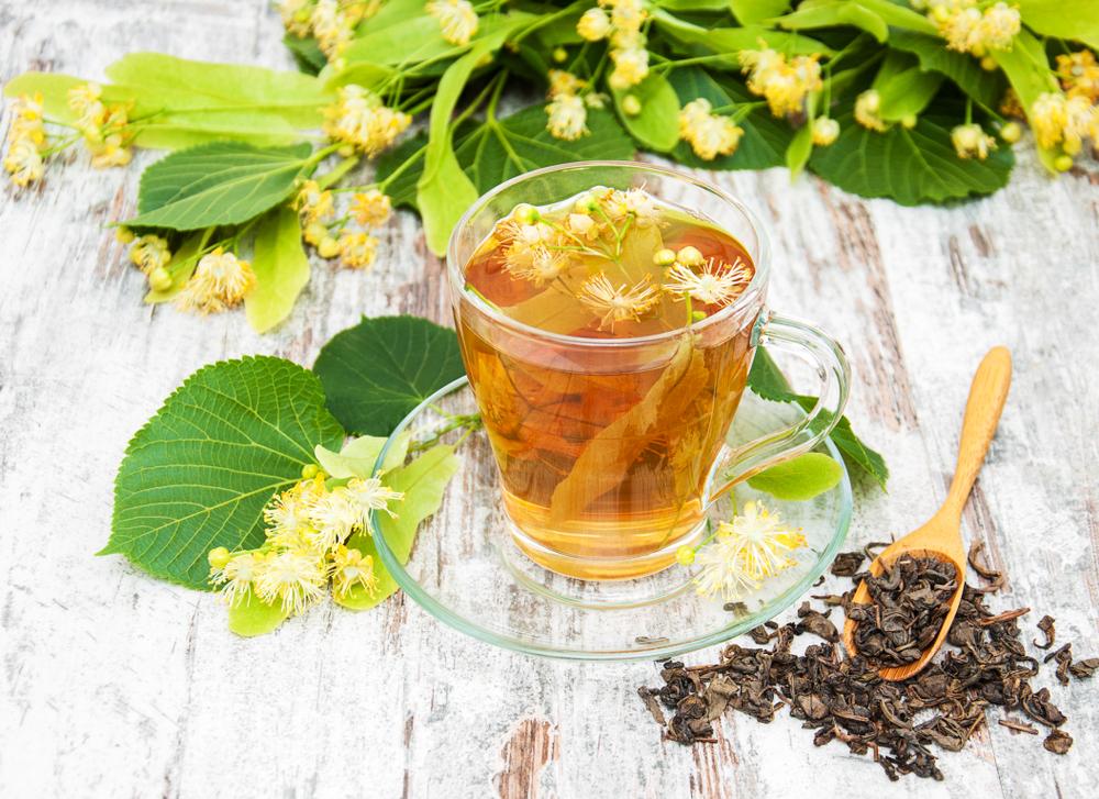 Na jaře mějte pitný režim pestře bylinkový. Jaké vybírat?
