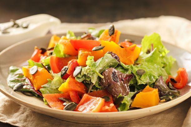 Recept: Salát s pečenou dýní a semínky