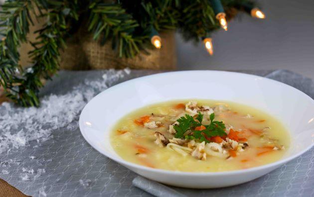 Rybí polévka s opraženými houskovými kostičkami