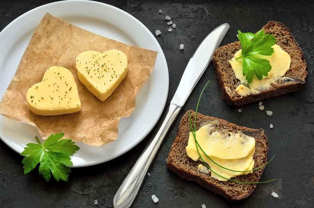 Co si namazat na pečivo? Máslo, nemáslo, margarín, či ořechovou alternativu...