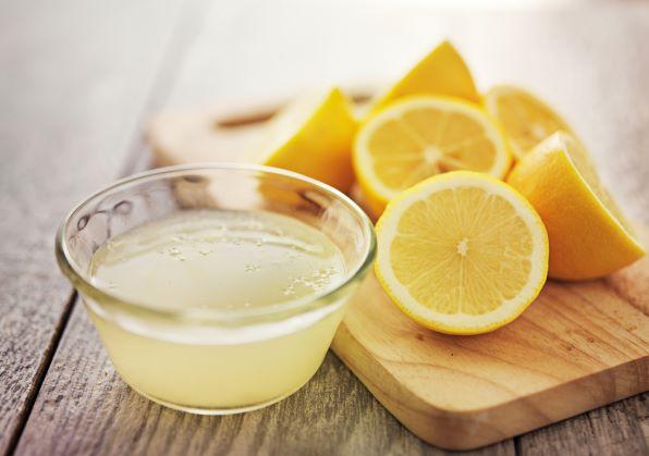 Voda se šťávou z citronu? Zdravý start nového dne