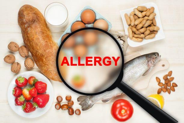 Projevy potravinových alergií a intolerancí jsou podobné. Léčba stejná