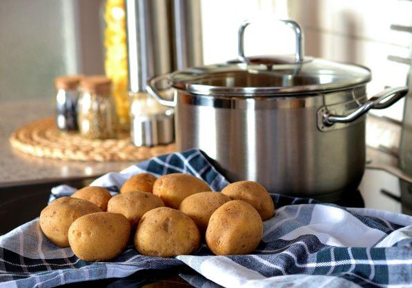 Lehká a snadná večeře -  rané brambory a tvarohem