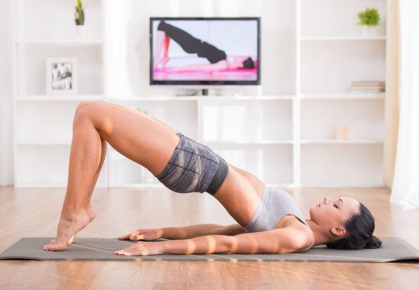 Inspirativní cvičení v teple domova - koho si pustit?