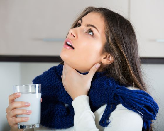 Kloktejte a mlgejte. Vyzrajte na pálení v krku či zánětu v dutině ústní