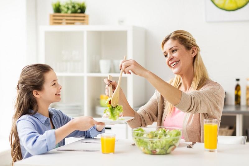 Správná výživa dospívajících. O jídle a stravování mluvte