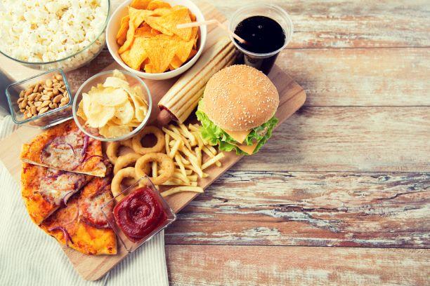 Kalorické bomby z fast foodu? Do zdravého jídelníčku nepatří