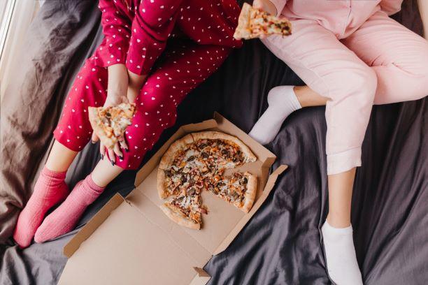 Chcete kvalitní spánek? Zapomeňte i na některé druhy zeleniny, ovoce a kořeněná jídla