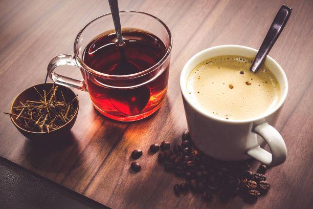 Káva a čaj. Kofein a tein. Kdy už je ho příliš - co nám hrozí?