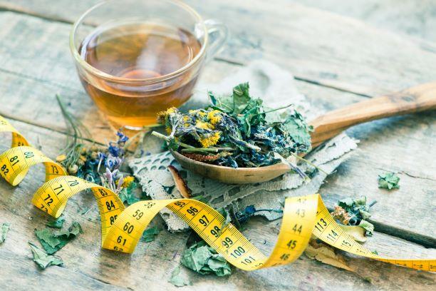 Jarně odlehčený jídelníček s bylinnými čaji. Co jíst a pít?