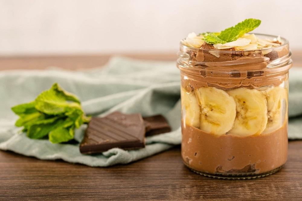 Čokoládový krém z řeckého jogurtu s banánem