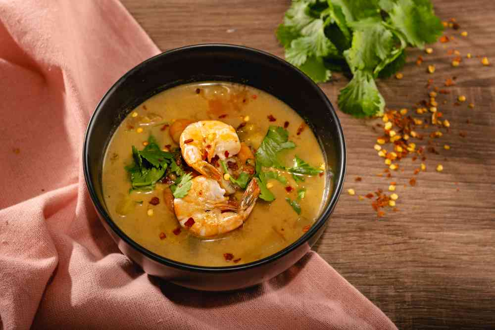Thajská polévka s krevetami a zeleninou