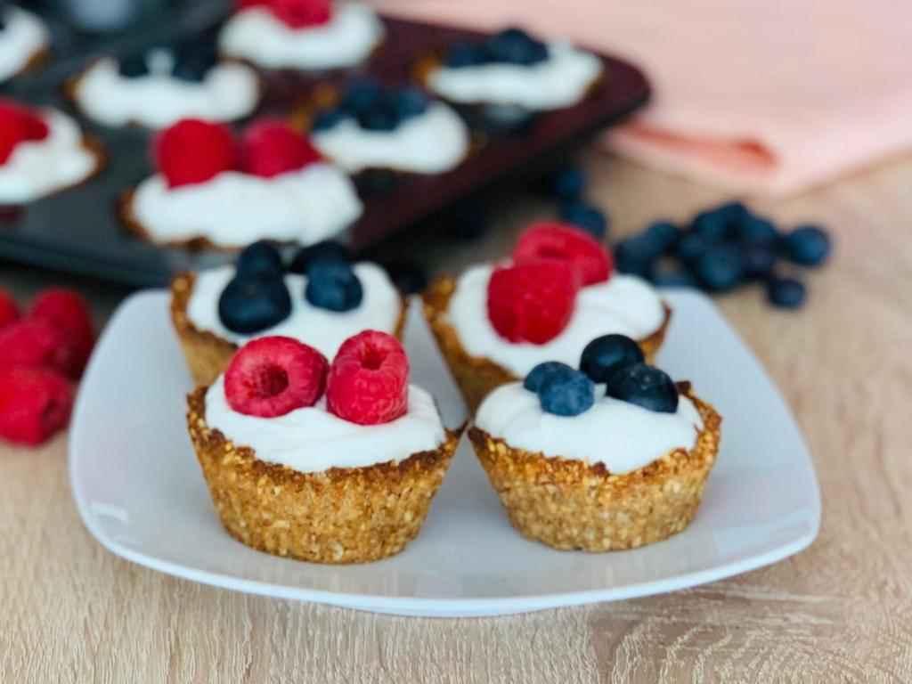 Ovesné košíčky s jogurtem a ovocem