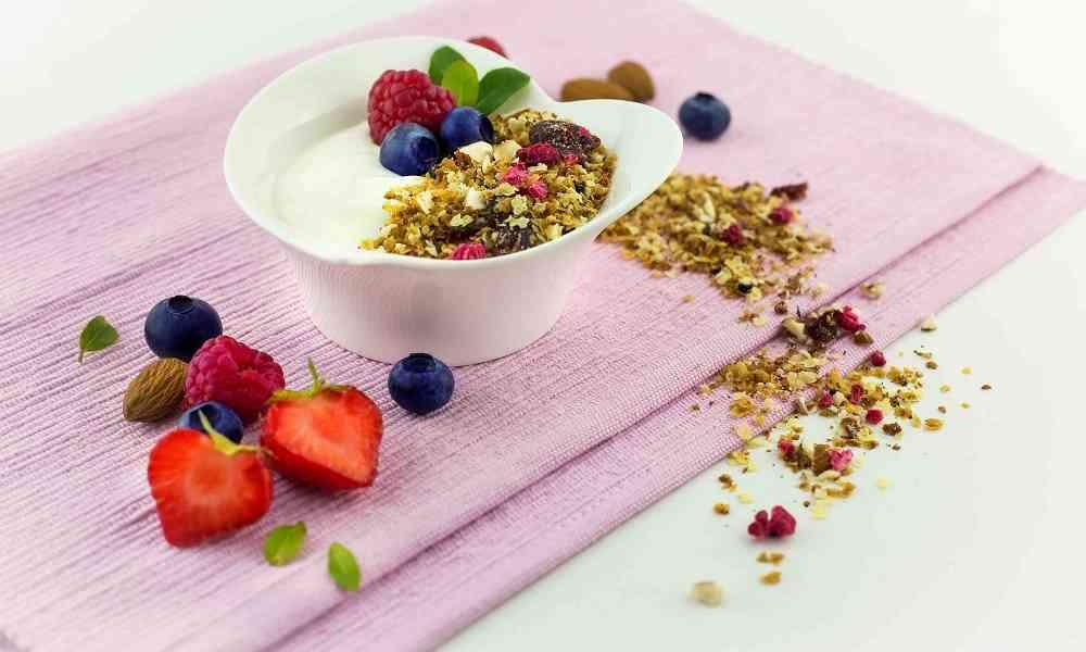 Jáhlové zapékané müsli s jogurtem