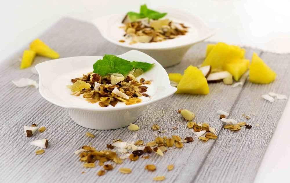 Ovesné müsli s řeckým jogurtem a ovocem