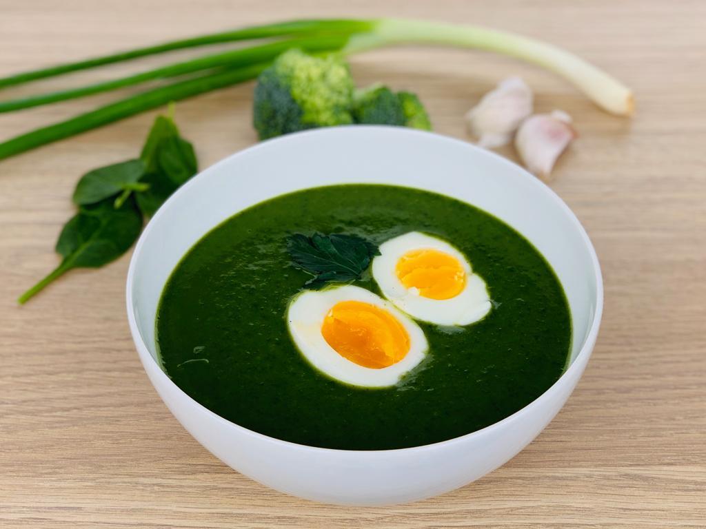 Jarní zelená polévka s vejcem