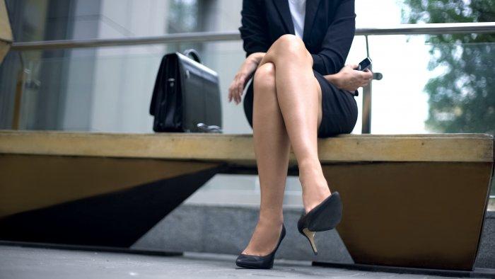 Sedněte si zdravěji. Nohu přes nohu raději výrazně omezte