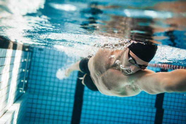 Jak rozvíjet techniky plavání a předcházet chybám