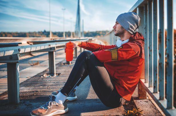 Sportování venku - vrstvené cibulové oblečení a strečink jsou základem