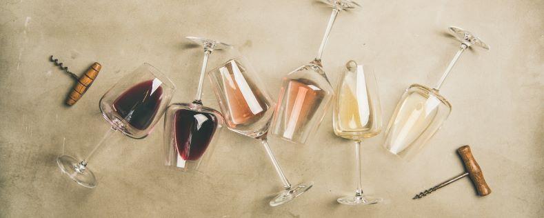 Siřičitany ve víně způsobují bolest hlavy. Musí v něm být