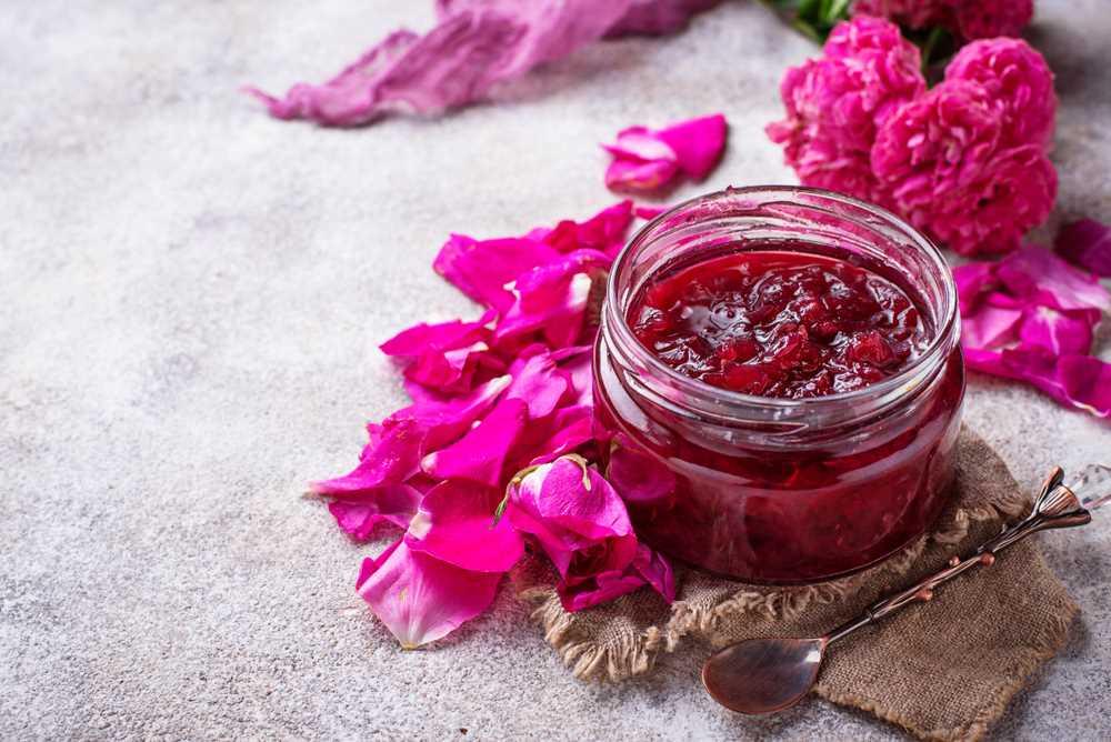 Růže nejen voní, ale i chutná. Hojí tělo i duši