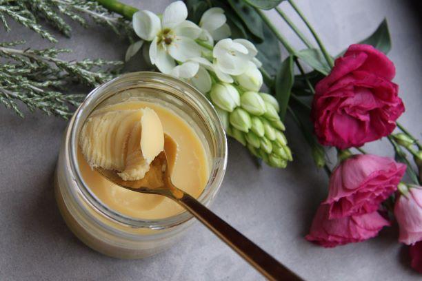 Přepuštěné máslo - vhodné ke smažení a pro alergiky. Má ale i nevýhody