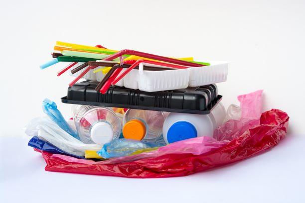 Neexistuje důkaz, že plastový obal je přenašeč viru. To ale neznamená, že to tak není