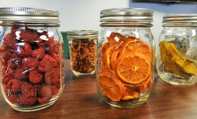 Ovoce sušené mrazem namočte. Během chvíle je jako čerstvé a plné vitaminů