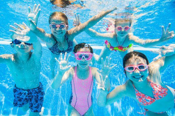 Plaváním se skvěle hubne i buduje fyzička. A je vhodné pro každého
