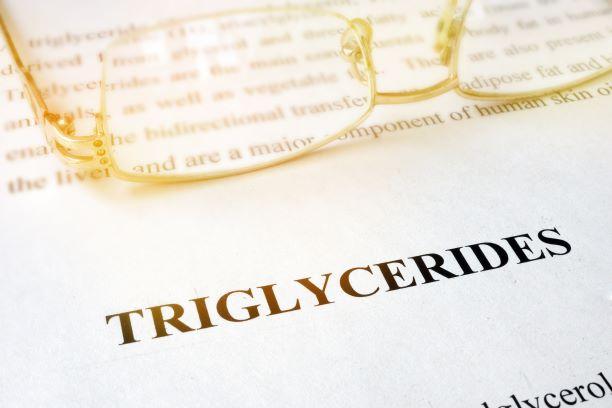 Riziko zvýšené hladiny triglyceridů. Základem léčby je upravený jídelníček
