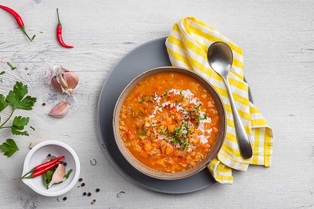 Pikantní polévka z červené čočky
