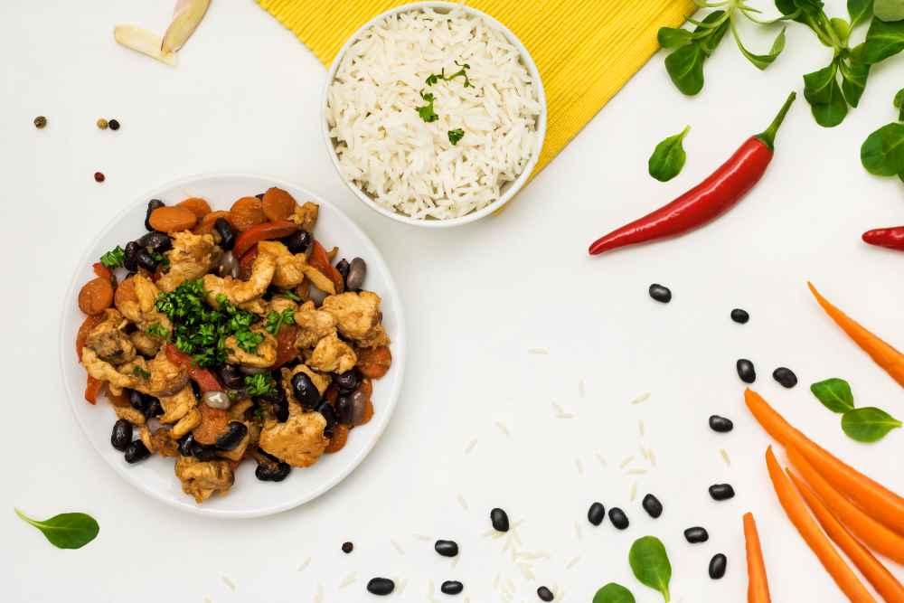 Krůtí guláš s fazolemi a rýží