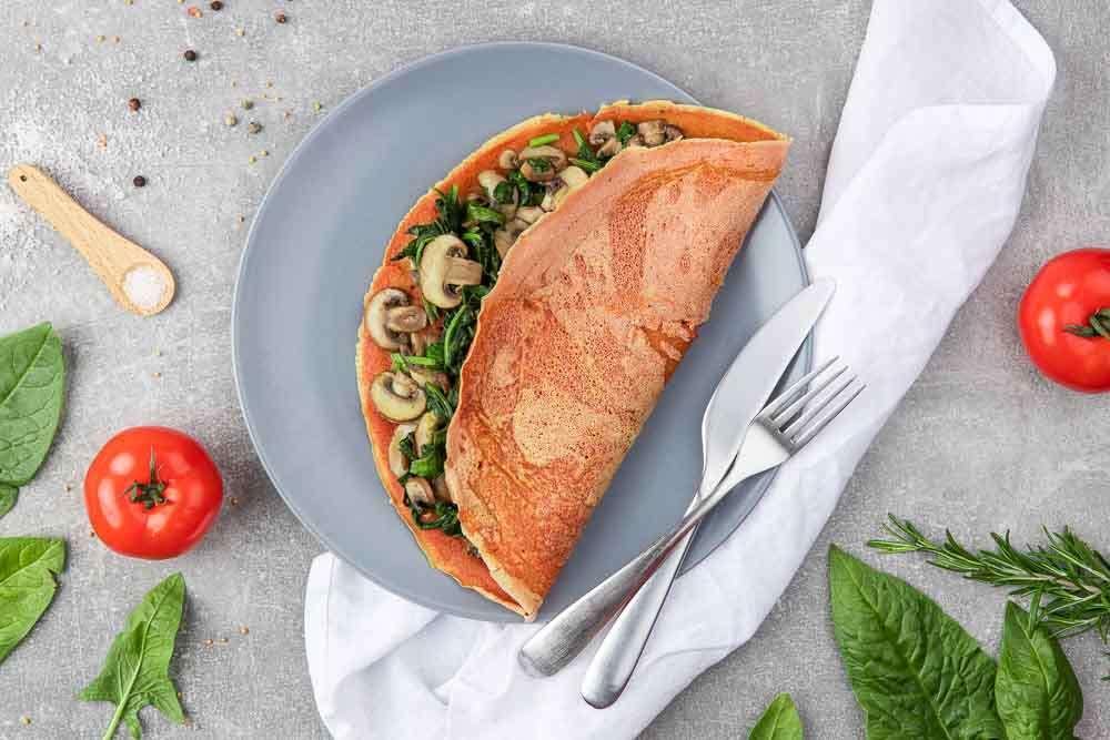 Cizrnová omeleta se špenátem a houbami