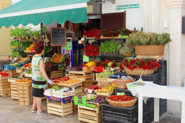 trh se zeleninou a ovocem