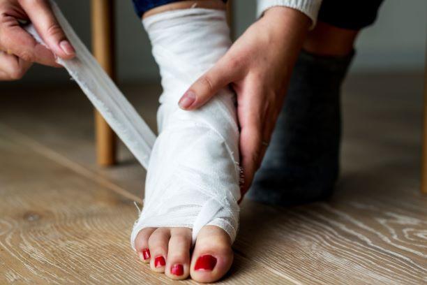Zlomená noha? S vápníkem a vitaminy sroste rychleji