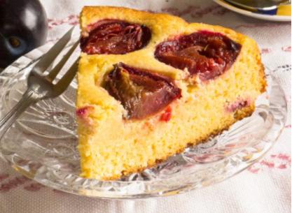 bezlepkový koláč se švestkami
