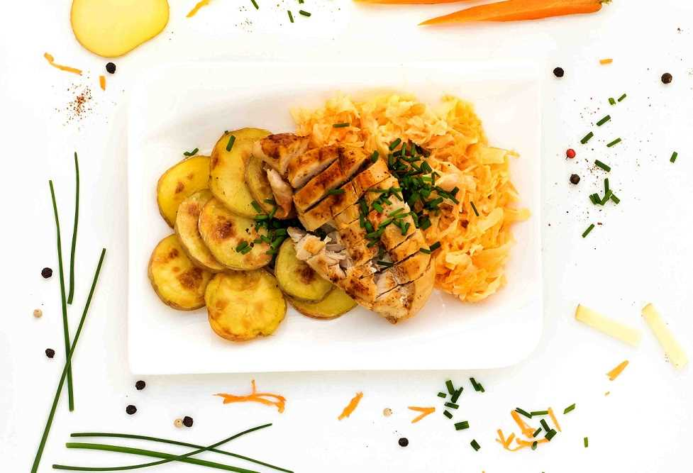 """Maso """"narychlo"""" s pečeným bramborem a salátem coleslaw"""