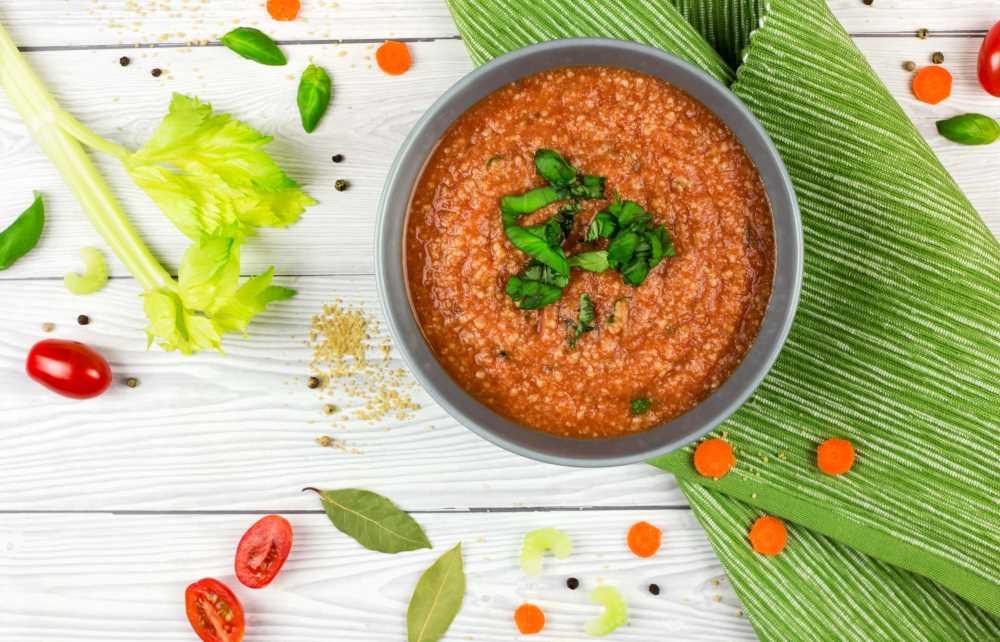 Rajčatová polévka s kuskusem a bazalkou