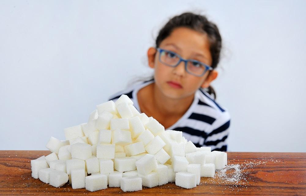 Až 12 kilo cukru v tašce – to se školákům pronese