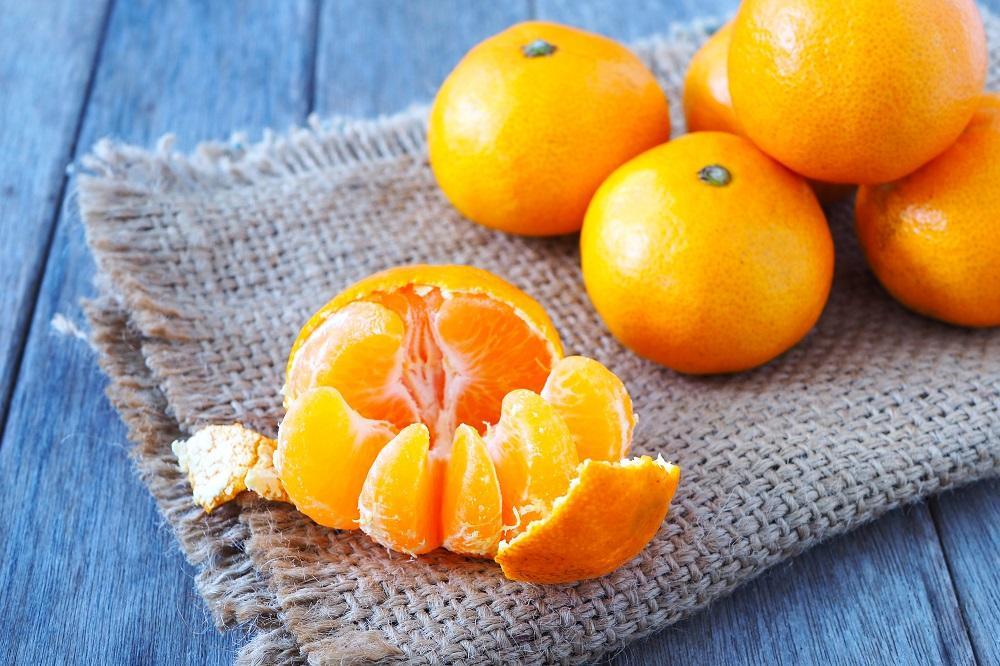 Král vitamínů – vitamín C. V malých dávkách, zato častěji