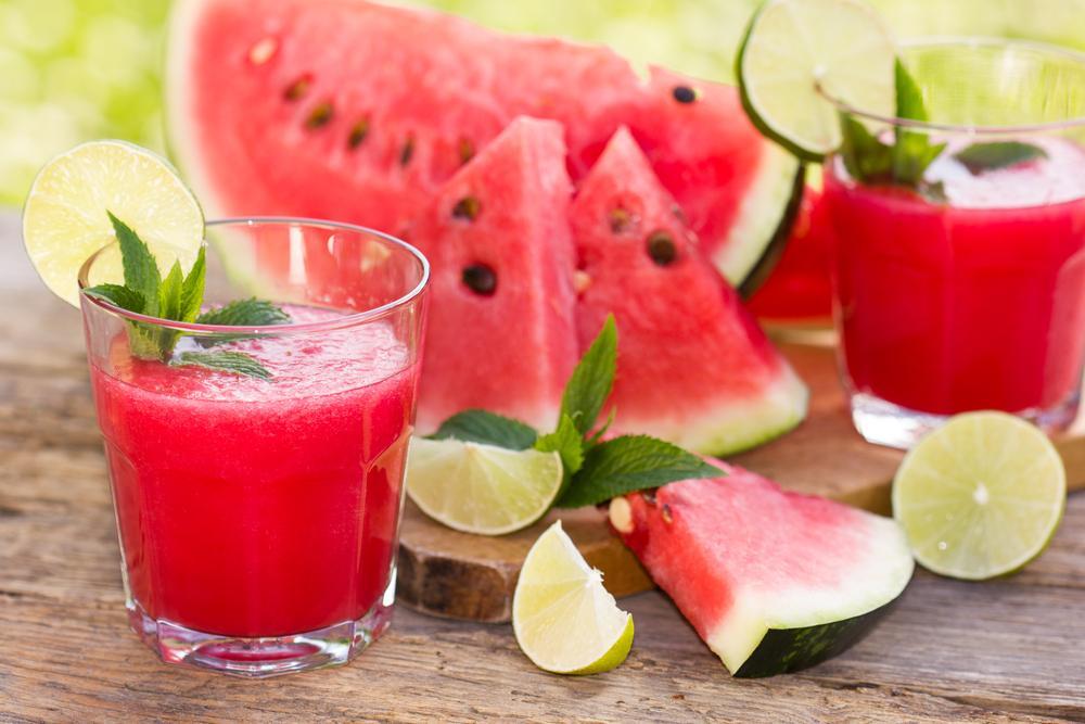Čerstvé kusy ovoce, nebo šťávy a smoothies?