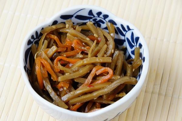Zelenina vařená na malém množství oleje
