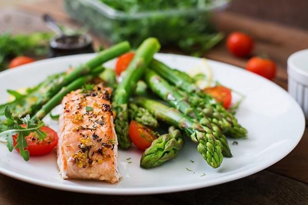 Chřest (asparagus) je nutričně bohatá zelenina